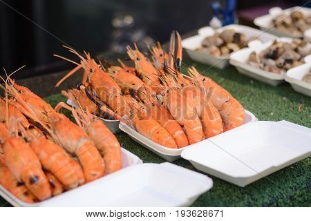 Seafood : Prawn On Grill In Foam Polystyrene Tray Box