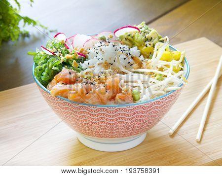 Ensalada de salmón, soja y arroz. Salmon, soy and rice salad.