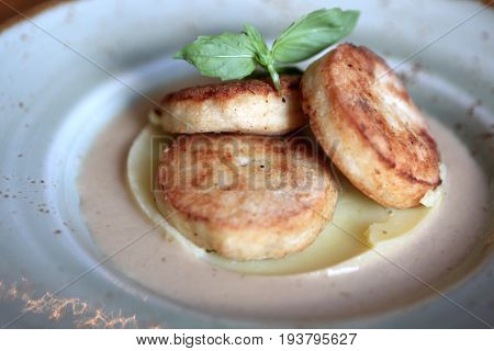 Chicken Cutlets With Mashed Potatoes