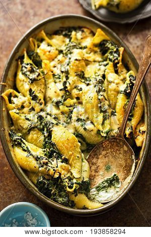 Spinach jumbo seashell pasta with parmesan and blue cheese bake