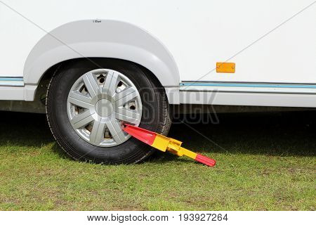 St Leonards, Hampshire, Uk - May 30 2017: Wheel Clamp Attached To The Wheel Of A Touring Caravan