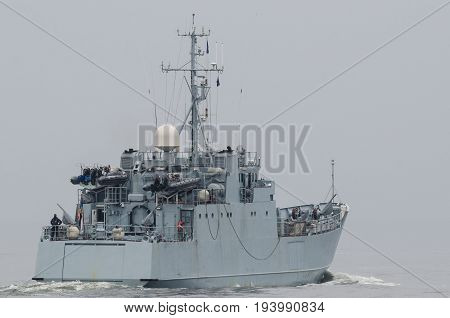MINEHUNTER - Estonian warship sails into the sea