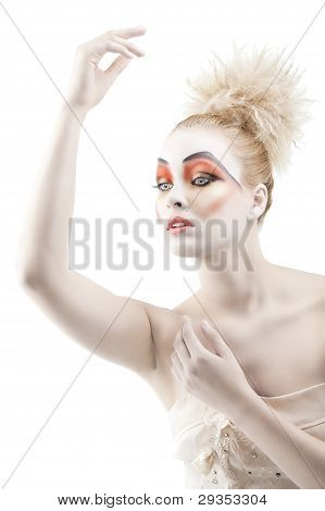 The Color Makeup As A Doll, Her Left Arm Is Raised Up