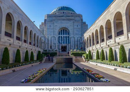 Canberra, Australia, - 2015, Mai 15: The Australian War Memorial View. It Is Australias National Mem