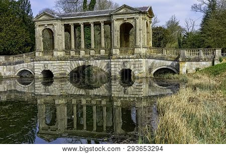Stowe, Buckinghamshire, Uk - April 19: Octagon Lake And Palladian Bridge On April 19, 2019 In Stowe,