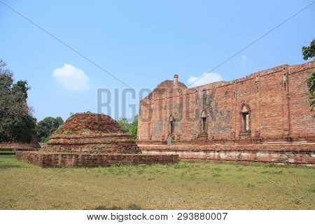 Ancient Brown Brick Wall Temple So Excited