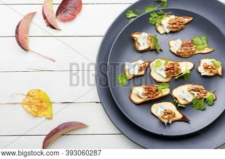 Dried Pear With Blue Cheese