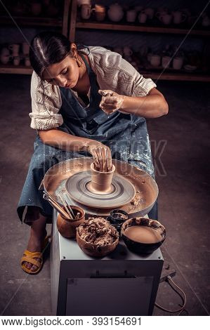 Charming Pottery Shows How To Work With Clay And Pottery Wheel. Restoration Of Forgotten Pottery Tra