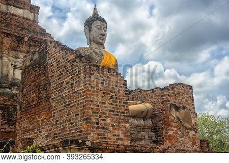 Ayutthaya, Thailand 20,08,2018  Buddha Statue At Wat Yai Chaimongkol,