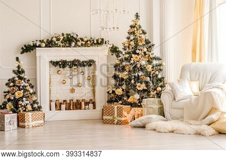 New Year Decorated White Interior - Bright Room With Christmas Decoration - Fir-tree, White Pedestal
