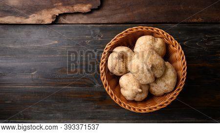 Fresh Jicama Or Yam, Jicama Can Be Eaten Raw Or Cooked, The Taste Are Crisp, Juicy, Moist, And Sligh