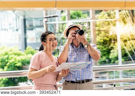 Asian Couple Retirement Age,  Tourists Are Happy With Photography Various Tourist Attractions By Loo