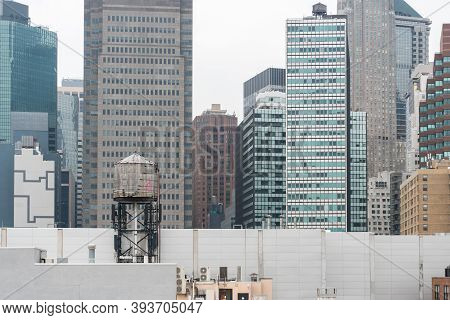 New York City, Usa - August 6, 2019:daily Life In New York City During A Cloudy Day.here A View Of S
