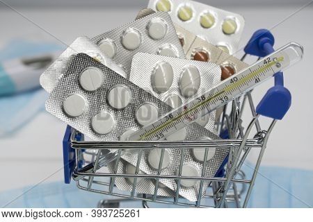 Science, Innovative Medicines. Pharmacology, Pharmacy. Health System. Medications For Treatment. Lot