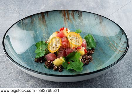 Healthy Raw Tuna Bowl With Quinoa And Vegetales. Buddha Bowl Raw Tuna With Quinoa