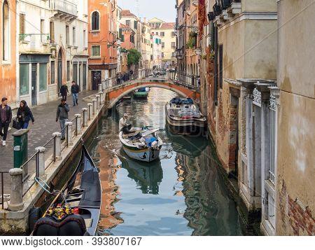 Venice, Veneto, Italy - November 22, 2016: The Rio Di San Felice Canal And The Ponte Ubaldi Belli Br