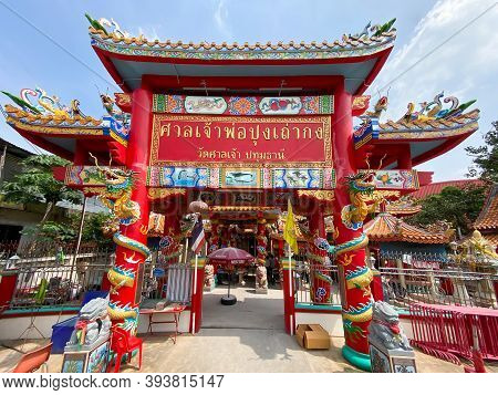 Pathum Thani Thailand - 5 Nov 2020: Chinese Shrine Style Gate In San Chao Market Temple, Is A Popula