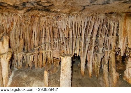 Many Stalactites In The Cave, Background Image