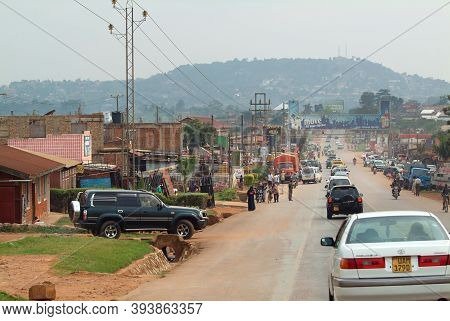 Kampala, Uganda - August 24, 2010: Road Scene In Kampala Suburb, Capital Of Uganda. People Rush Abou