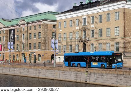 Gothenburg, Sweden - August 26, 2018: Museum And City Bus In Gothenburg, Sweden. Gothenburg Is The 2