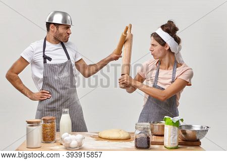 Menacing Chefs Have Real Fight At Kitchen, Participate In Culinary Battle, Show Cooking Talents, Sta