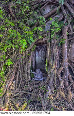 Samut Songkhram , Thailand,06.07.2019 , Bang Kung Camp , A Wall Was Built, Making A Temple, Wat Bang