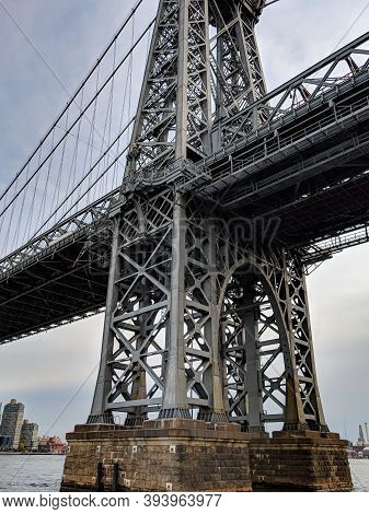 New York City/usa - October 26 2019: A View Of A Manhattan Bridge Over East River In Downtown Manhat