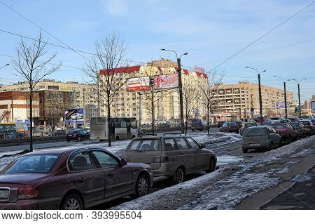 Russia, St. Petersburg, 07.04.2013 Slush, Puddles And Melting Snow On A City Street In The Spring