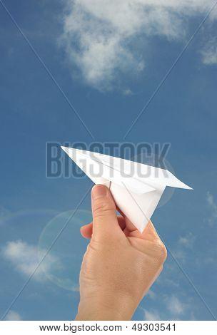 Hand launhing paper dart
