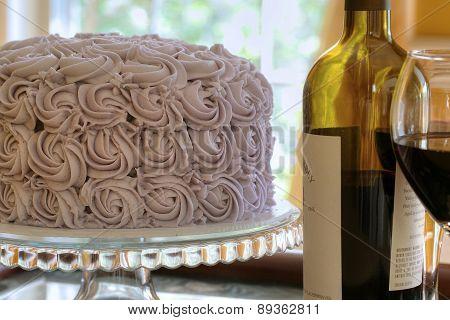 Round chocolate cake with wine