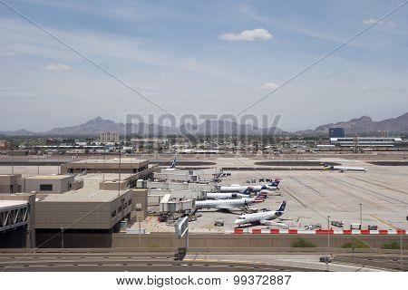 Airplanes in Sky Harbor, AZ