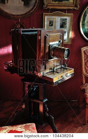 Retro Photo Camera In The Interior Of Museum-photosalon Of Karl Bulla On Nevsky Prospect In Saint-pe