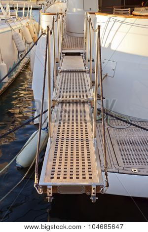 Yacht Extended Telescopic Gangway