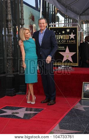 LOS ANGELES - OCT 12:  Kelly Ripa, Bob Iger at the Kelly Ripa Hollywood Walk of Fame Ceremony at the Hollywood Walk of Fame on October 12, 2015 in Los Angeles, CA