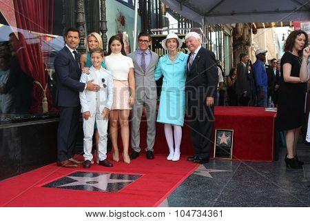 LOS ANGELES - OCT 12:  Kelly Ripa, Mark Consuelos, Michael, Lola , Joaquin, Joseph Ripa, Esther Ripa at the Kelly Ripa WOF Ceremony at the Hollywood Walk of Fame on October 12, 2015 in Los Angeles, CA