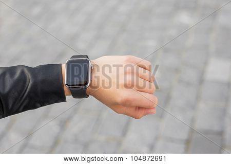 Digital smartwatch on wrist