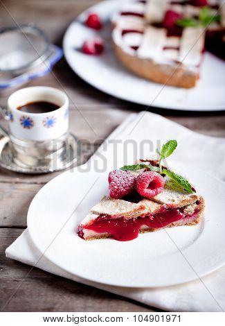 Linzer tart torte with fresh raspberry