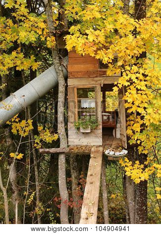 Little Tree House With Bed And Slide