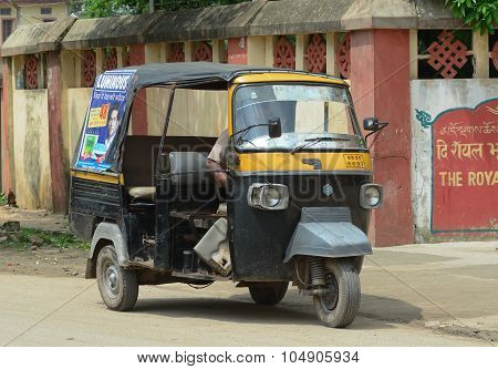 Rickshaw Three-weeler Tuk-tuk On The Street In Kolkata