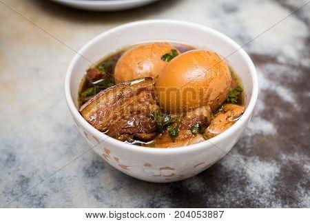 braised pork belly with egg in dark soy souce