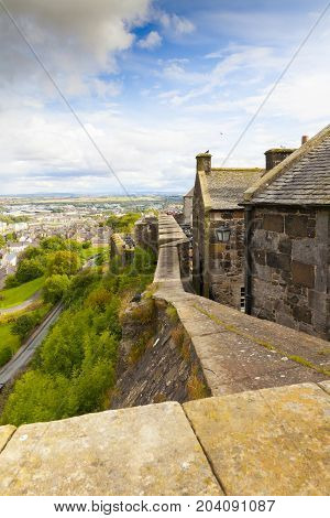 Stirling August 2014: The castle was built atop Castle Hill and in august is the most visitated castle because it dominates all the surrounding plain and is one of the largest and most impressive castles in Scotland