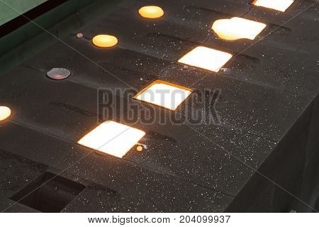 Iron molten metal is poured in sand mold;Foundry factory