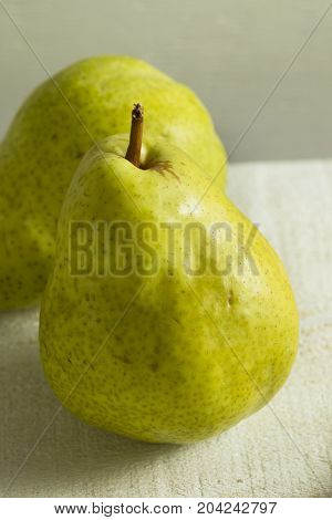 Raw Green Organic Bartlett Pears