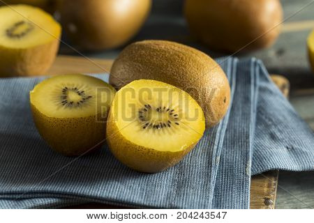 Raw Yellow Organic Golden Kiwis