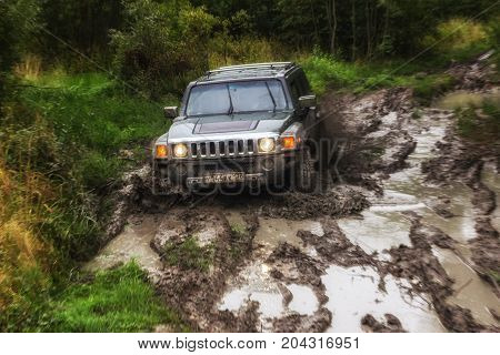10.09.2017. Leningrad region. Russia. Hummer h3 off-road. Hummer h3 is a compact SUV manufactured by GM