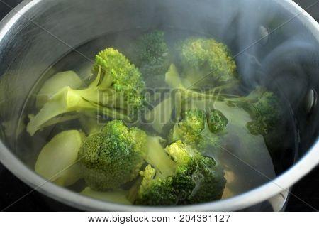 Steaming Broccoli.vegetable - Cooking Broccoli Vegetable