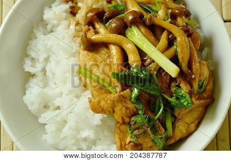 stir fried shimeji mushroom with chicken topping on rice