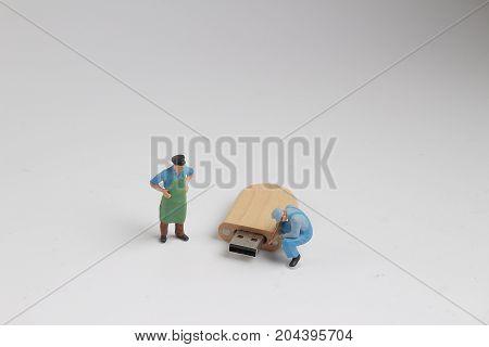 Min Engineer And Worker Plugin Usb Port