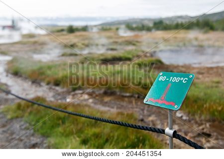 Sign warning of high temperature of the thermal waters of the Geysir area in Iceland.