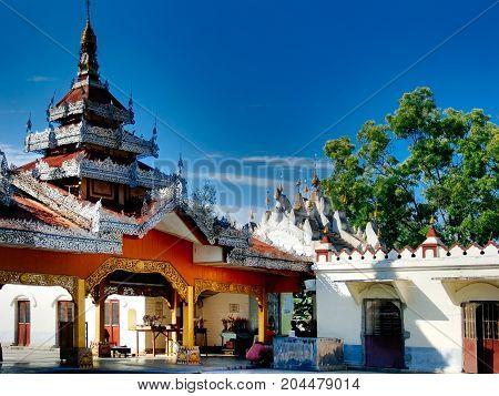 Inle Lake - Main Paya temple, Borneo
